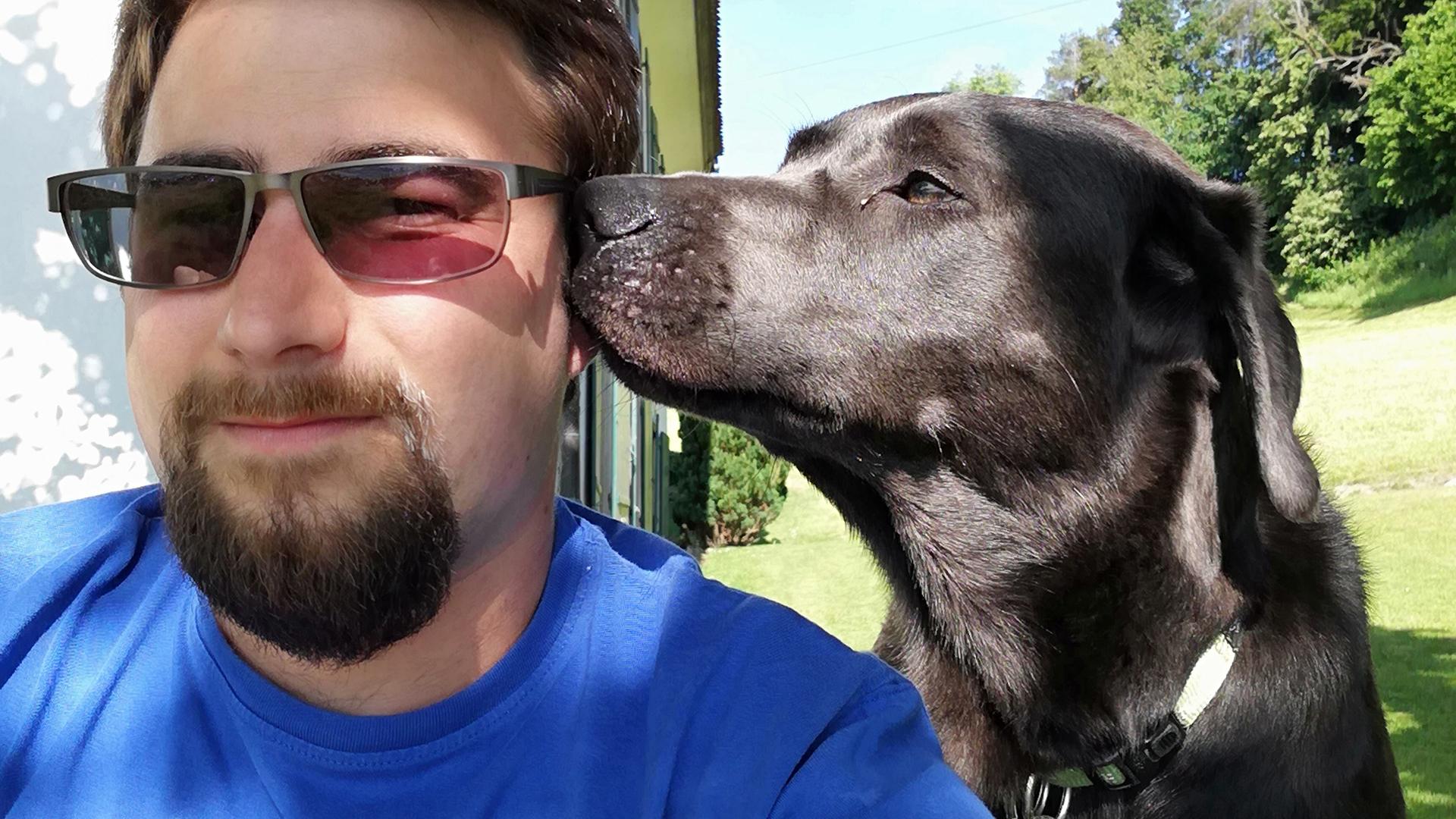 Silvan Schaller mit seinem Hund
