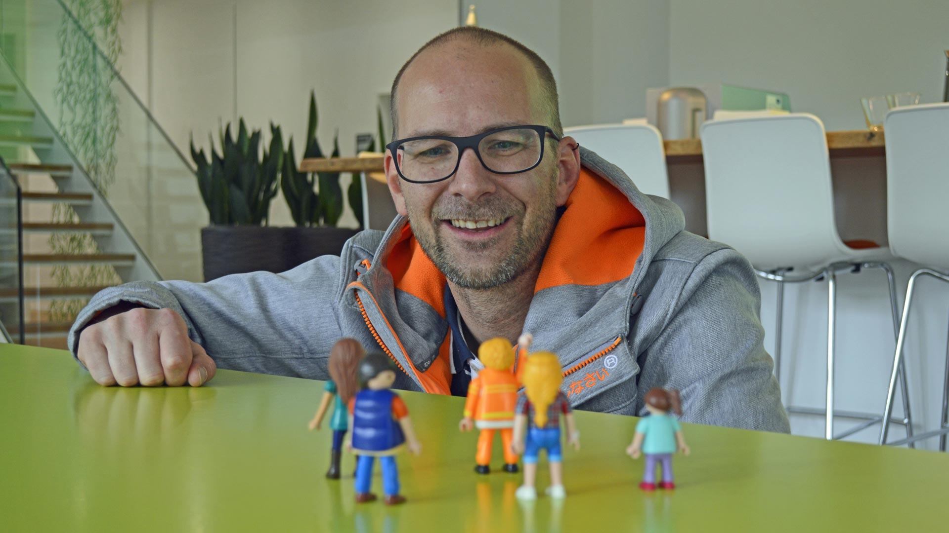Marcel Räth spricht zu den Kursteilnehmern.